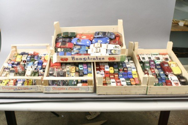 14: An assortment of small-scale die-cast vehicles, mai