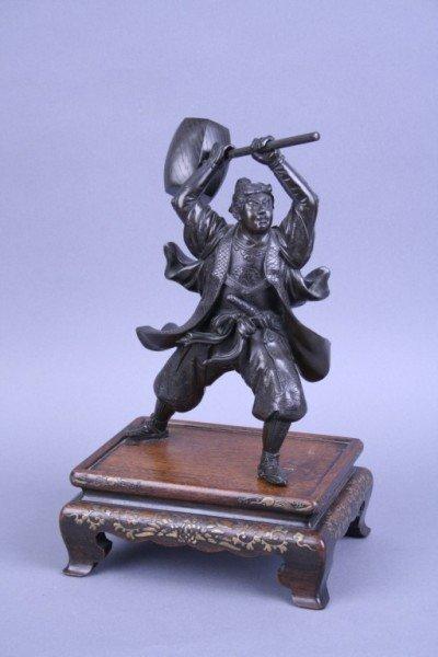 842: A Japanese bronze figure of a Samurai warrior, 13.