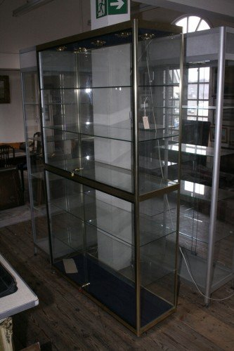 1015: A modern display cabinet, 4ft