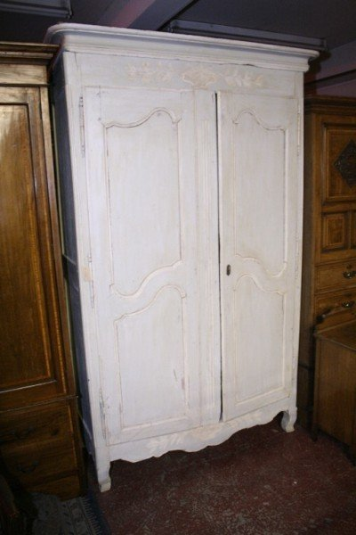 1017: A French painted pine armoire, 4ft 8ins