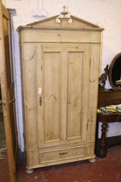 1018: A pine single wardrobe, 3ft 3ins