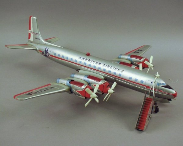 16: Yoshiya for Cragstan, a tinplate airliner, working