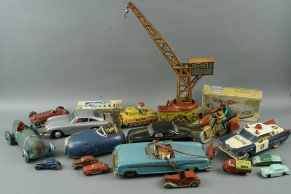 17: Tinplate toy vehicles, corrosion and wear throughou
