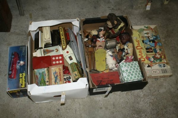 18: Tinplate and other toys, condition varies