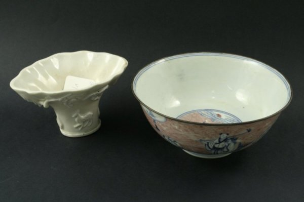 590: A Chinese porcelain libation cup & bowl