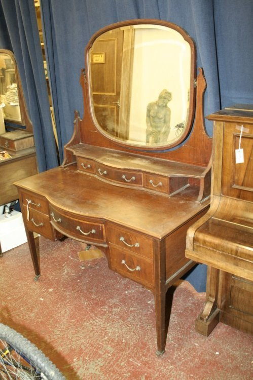 852: An Edwardian inlaid mahogany dressing chest, 4ft