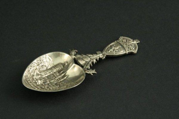 1585: An Edwardian Scottish silver caddy spoon, 3.5ins