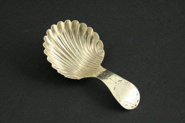 1587: A George III silver caddy spoon, 3ins