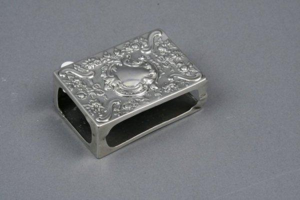 1594: A Victorian silver match box case, 3ins
