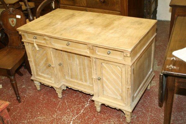 949: A Victorian Arts and Crafts ash desk, 3ft 8ins