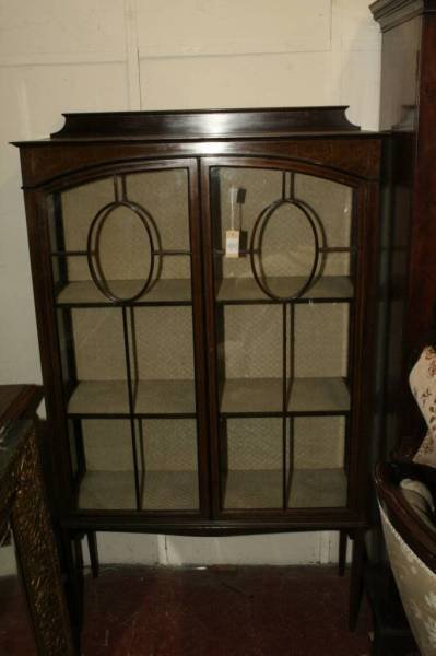 952: An Edwardian inlaid mahogany two door display cabi