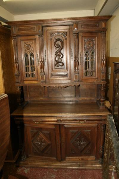 953: A late 19th century Flemish oak cabinet, 4ft 7ins