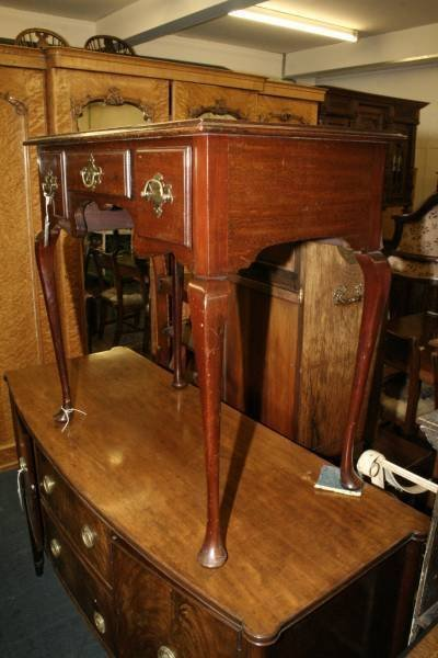 958: A Queen Anne design mahogany low boy, 2ft 7ins