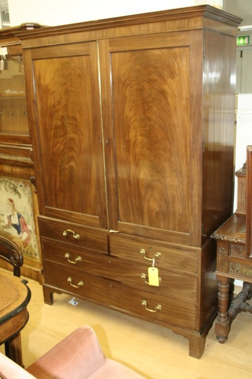 959: A George III mahogany cupboard 4ft 4ins