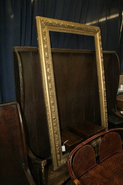 961: A late 19th century gilt gesso picture frame 55 x