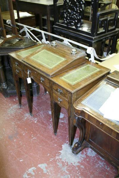 966: A late Victorian rosewood desk, 3ft 3ins
