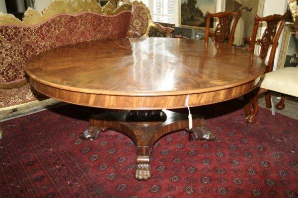 1122: An early 19th century mahogany circular breakfast