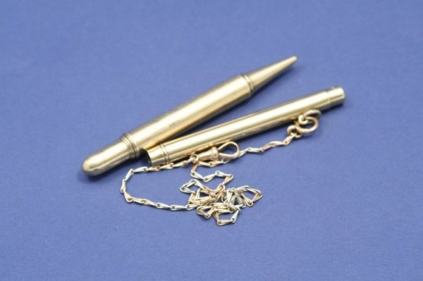 1551: An Asprey 9ct gold propelling pencil,