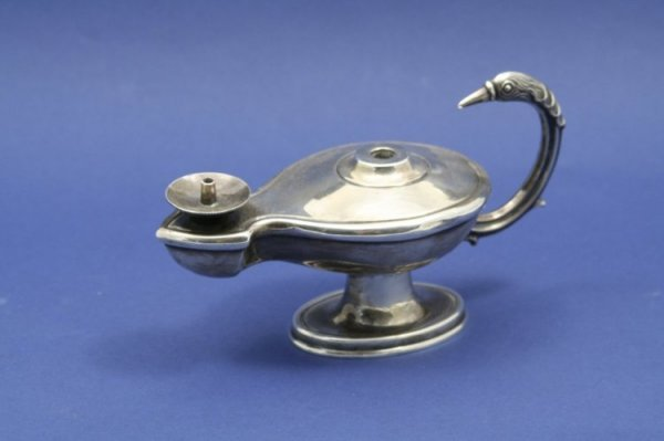 1554: An Edwardian silver 'oil lamp' table lighter, 6.5