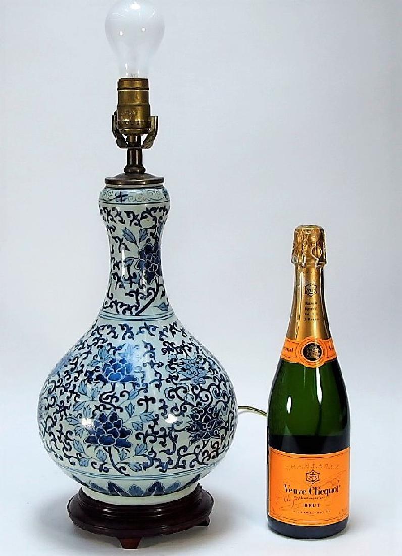 Chinese Export Blue & White Porcelain Vase Lamp - 9