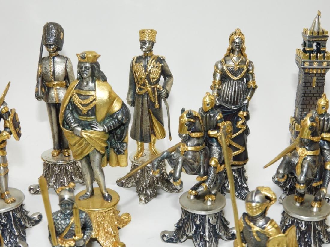 Giuzeppe Vasari 32PC Chess Set & Soldier Sculpture - 3