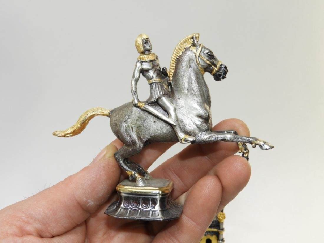 Giuzeppe Vasari 32PC Chess Set & Soldier Sculpture - 6