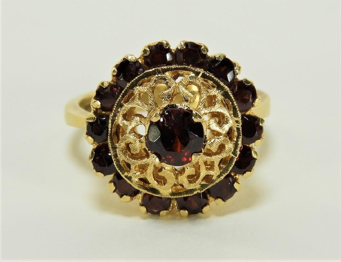 Victorian 18K Yellow Gold Garnet Lady's Ring - 2