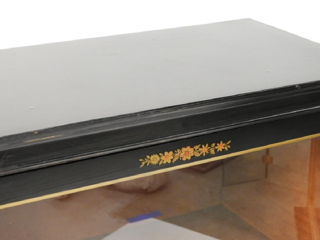 PR American Chinoiserie Decorated Vitrine Cabinets - 3