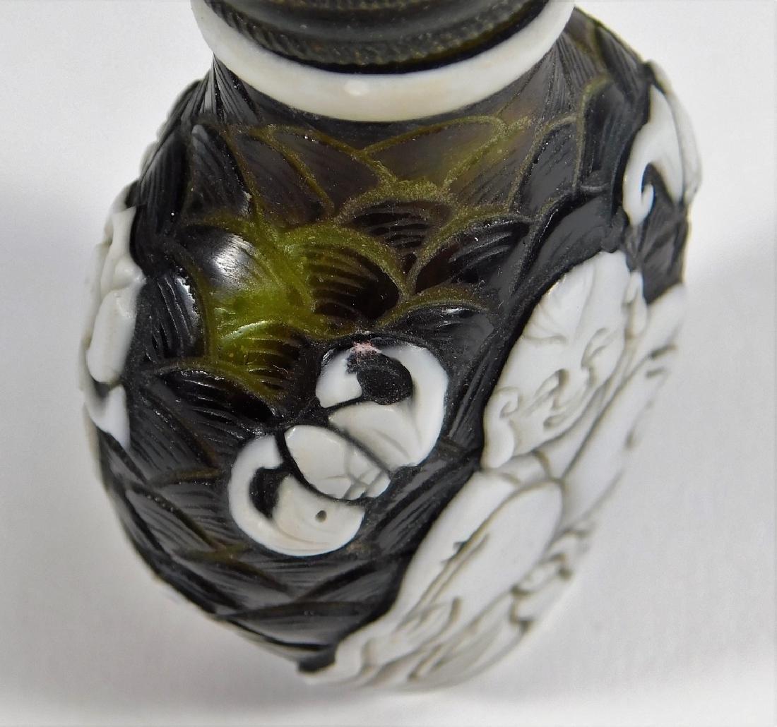 Chinese Peking Glass Overlay Buddha Snuff Bottle - 5