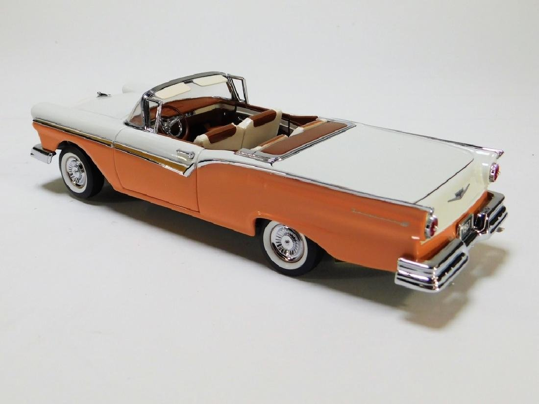 Franklin Mint 1:24 1957 Ford Skyliner LE Diecast - 2