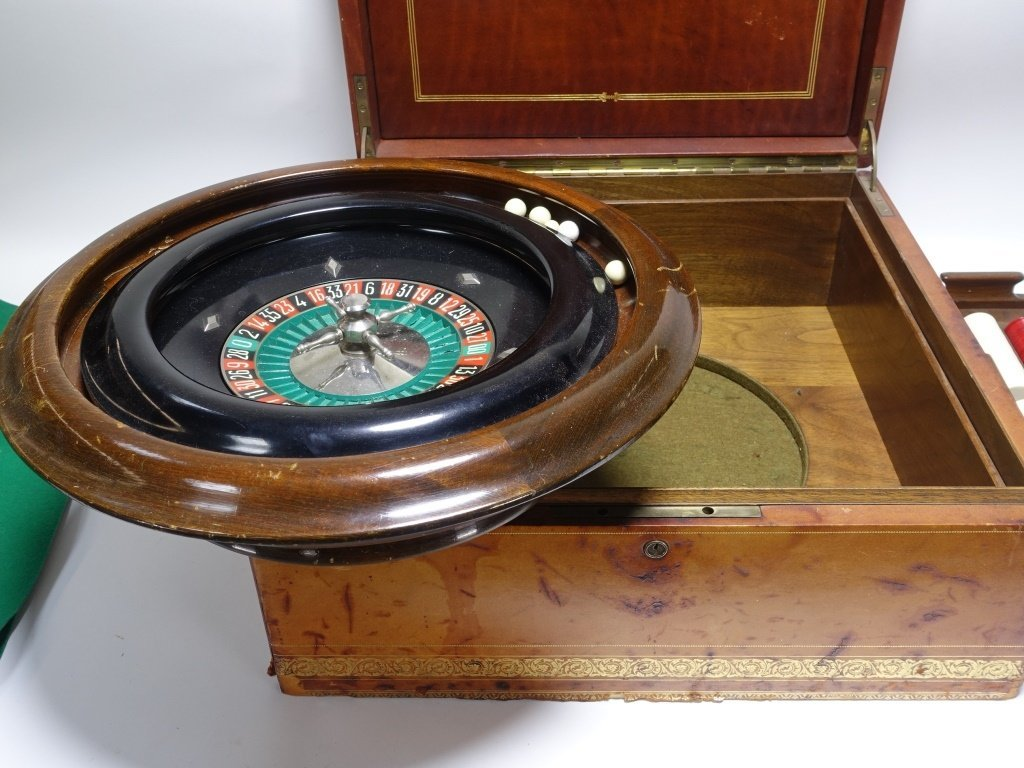RARE Abercrombie & Fitch Co Roulette Gaming Set - 4