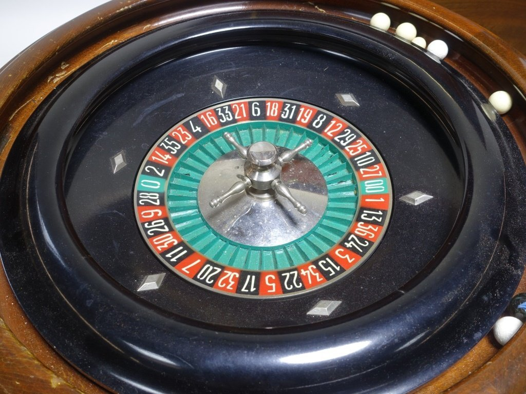 RARE Abercrombie & Fitch Co Roulette Gaming Set - 5