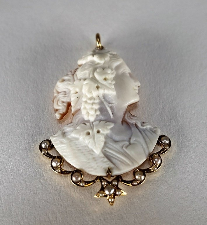 14 KT Yellow Gold Carved Cameo & Pearl Pendant - 2