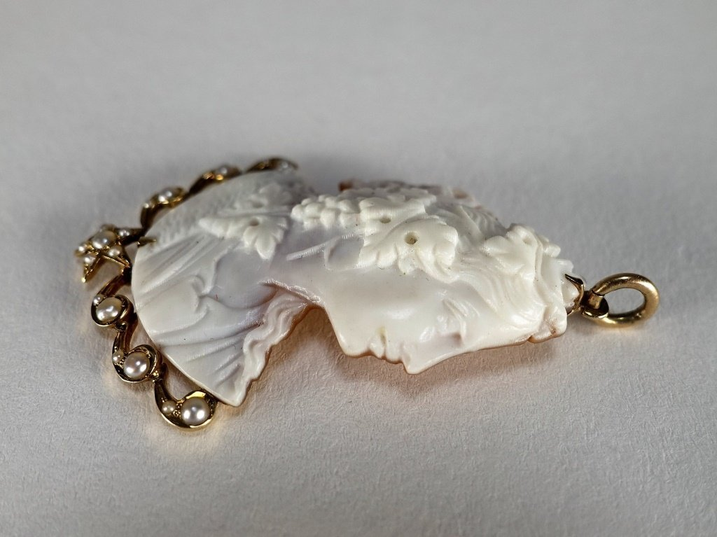 14 KT Yellow Gold Carved Cameo & Pearl Pendant - 3