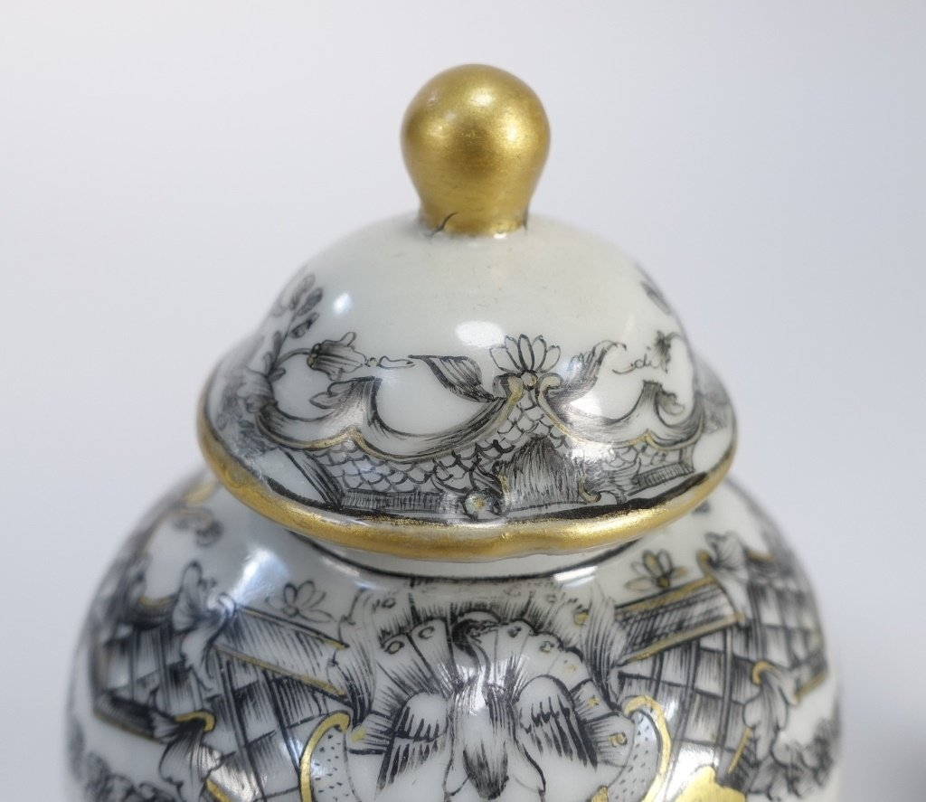 2 Chinese Export Porcelain Grisaille Tea Caddy - 5