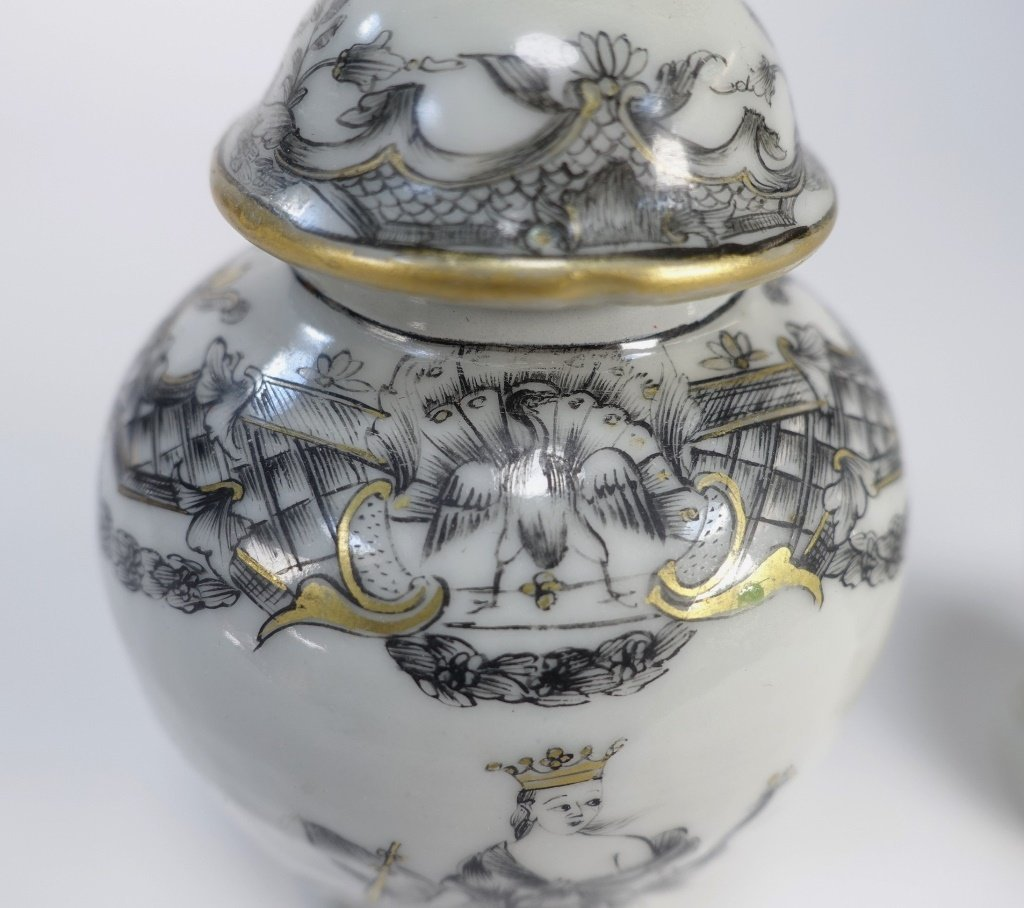 2 Chinese Export Porcelain Grisaille Tea Caddy - 6