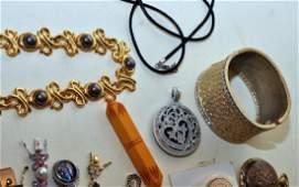 Costume jewelry vintage rhinestone plus