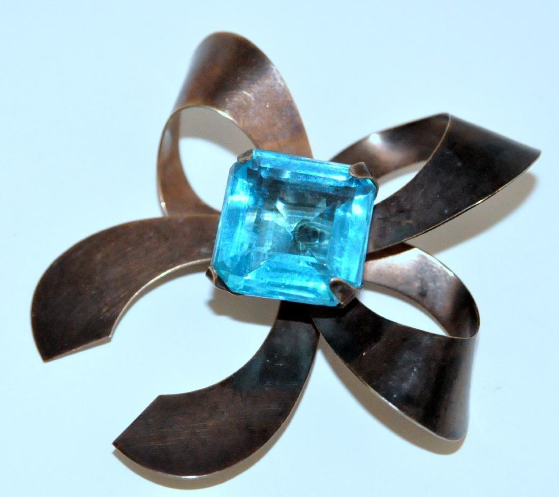 Deco pin bow large aqua colored stone