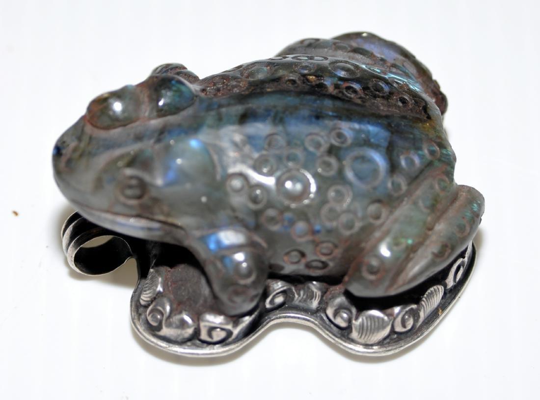 Frog labradorite pendant carved - 3