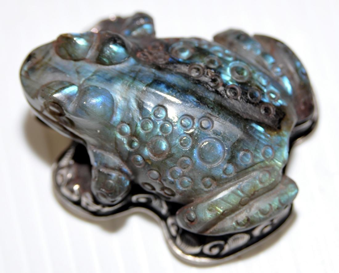 Frog labradorite pendant carved - 4