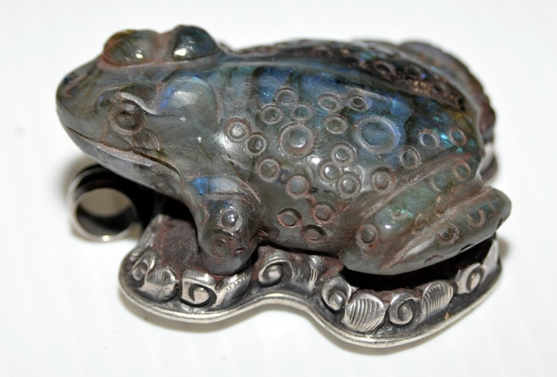 Frog labradorite pendant carved - 5