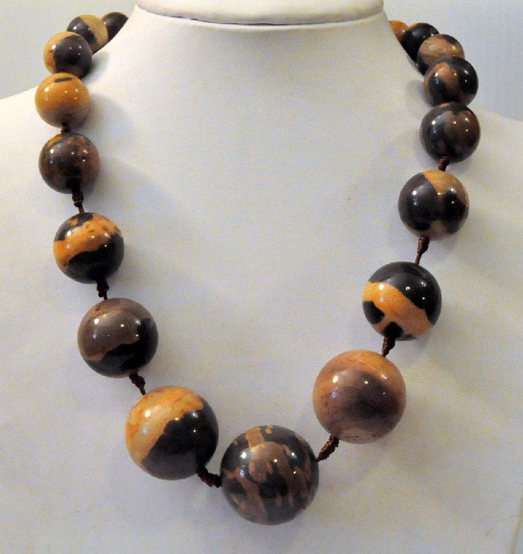 Large jasper beads knotted necklace