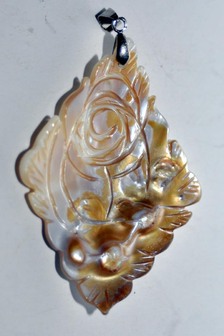 Mother of pearl shall pendant