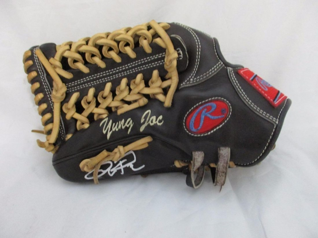 Yung Joc Pederson Signed Game Used Fielding Glove
