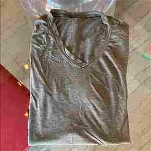 Lululemon men's V neck Shirt size M, Gray color