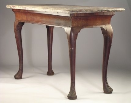 283: AN IRISH EARLY GEORGIAN MAHOGANY console table, th