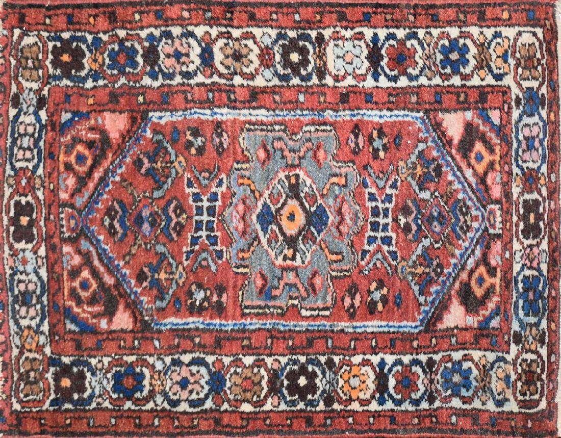 A SEMI ANTIQUE PERSIA HAND MADE WOOL HAMADAN SMALL RUG,