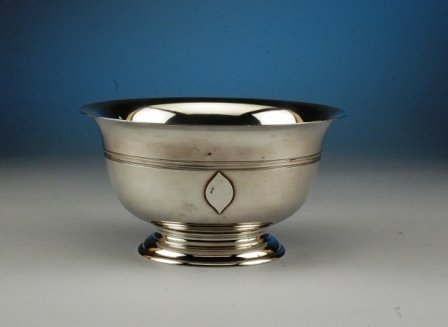 5: AN AMERICAN STERLING SILVER fruit bowl of tapering f