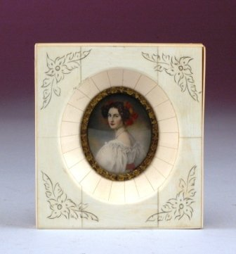 11: A CONTINENTAL MINIATURE PORTRAIT ON IVORY depicting