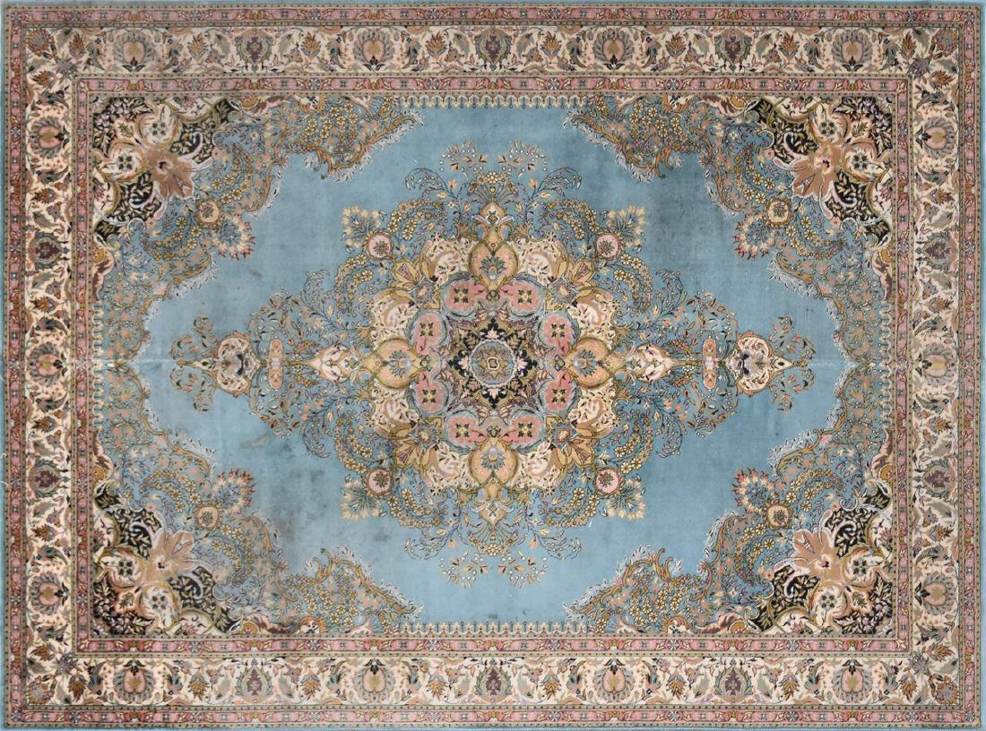 A SAROUK STYLE MACHINE WOVEN WOOL/ACRYLIC BLEND RUG,
